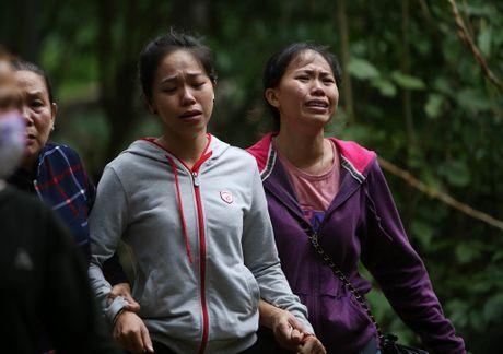 Dua thi the 3 phi cong tu nan trong vu may bay roi ve TP.HCM - Anh 32