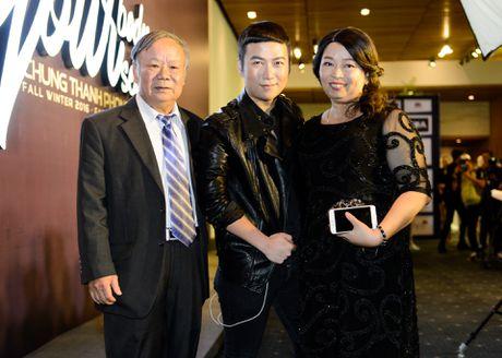 Phuong Trinh duoc ban trai Vo Canh thap tung xem thoi trang - Anh 18