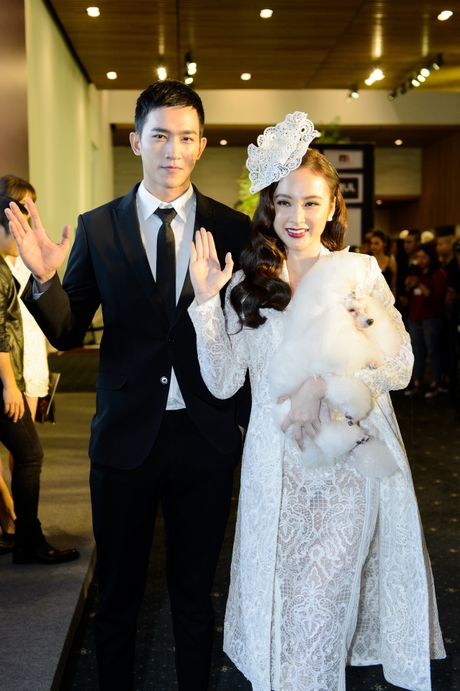 Phuong Trinh duoc ban trai Vo Canh thap tung xem thoi trang - Anh 1