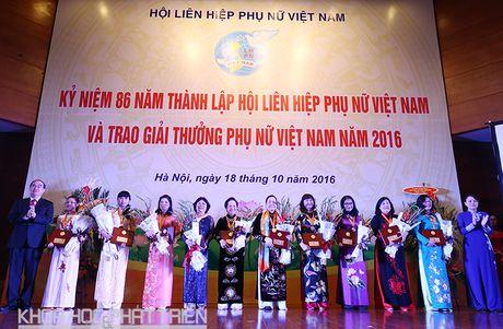 Trao giai thuong Phu nu Viet Nam cho 16 tap the, ca nhan xuat sac - Anh 2