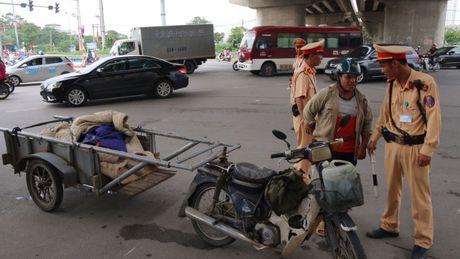 Ninh Binh: Thao do hang chuc phuong tien xe loi keo, tu che - Anh 1