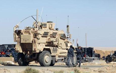 Iraq dung ngoi khong yen vi lo IS o Mosul tron sang Syria - Anh 1
