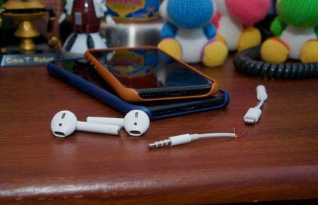 iOS 10.0.3 da xu ly duoc loi mat song tren iPhone 7 - Anh 1