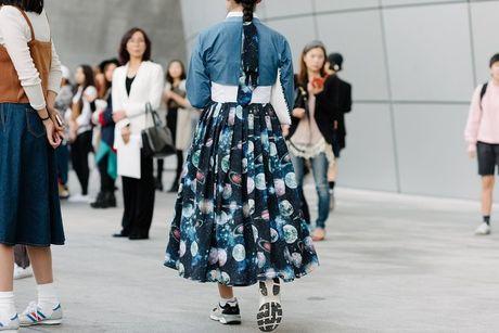 Di Seoul Fashion Week, hoc street style the gioi - Anh 8
