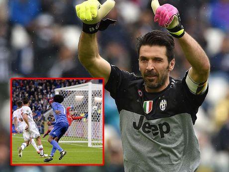 Lyon 0-1 Juventus: Buffon, Cuadrado ruc sang, 'Lao ba' thoat hiem ngoan muc - Anh 1