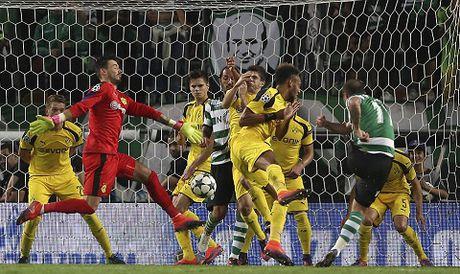 Aubameyang but toc khung khiep roi dut diem tinh te, Dortmund ha dep Sporting Lisbon - Anh 2