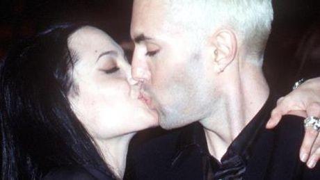 Angelina Jolie di theo hoi kin 'Giac ngo' nen ly hon Brad Pitt? - Anh 2