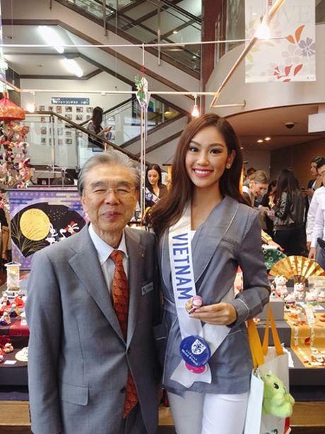 Phuong Linh dem 'dua tram huong' den voi Hoa hau Quoc te 2016 - Anh 8