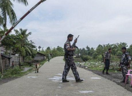 Myanmar bat giu nhieu doi tuong tan cong cac don bien phong - Anh 1