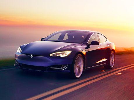 Ty phu Elon Musk tham vong ra xe tu lai hoan toan vao nam sau - Anh 1