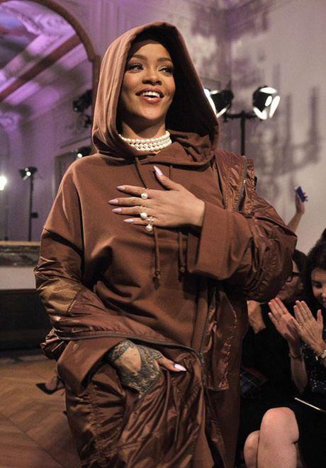 Hau chia tay ban trai, Rihanna ngay cang nong bong - Anh 12
