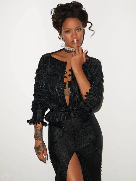 Hau chia tay ban trai, Rihanna ngay cang nong bong - Anh 13