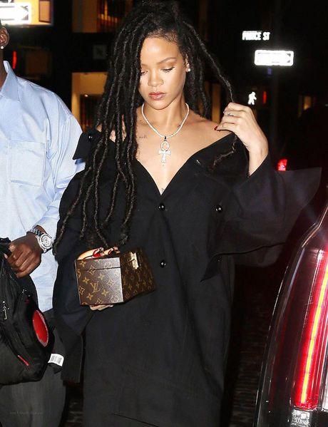 Hau chia tay ban trai, Rihanna ngay cang nong bong - Anh 8