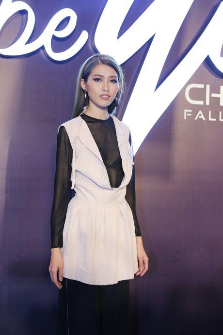 Angela Phuong Trinh be cun cung di xem thoi trang - Anh 15