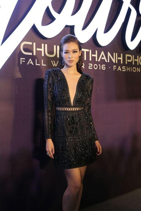 Angela Phuong Trinh be cun cung di xem thoi trang - Anh 16