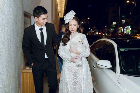 Angela Phuong Trinh be cun cung di xem thoi trang - Anh 1