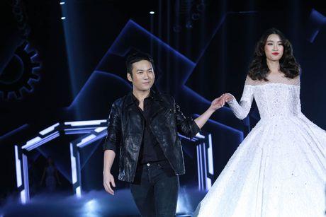 Angela Phuong Trinh be cun cung di xem thoi trang - Anh 29