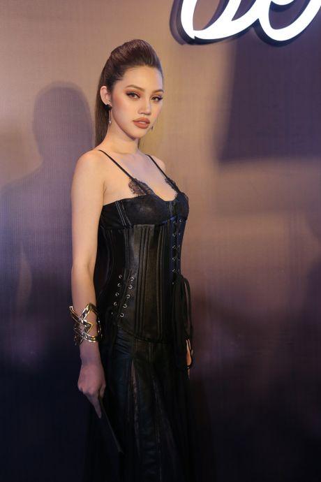 Angela Phuong Trinh be cun cung di xem thoi trang - Anh 6