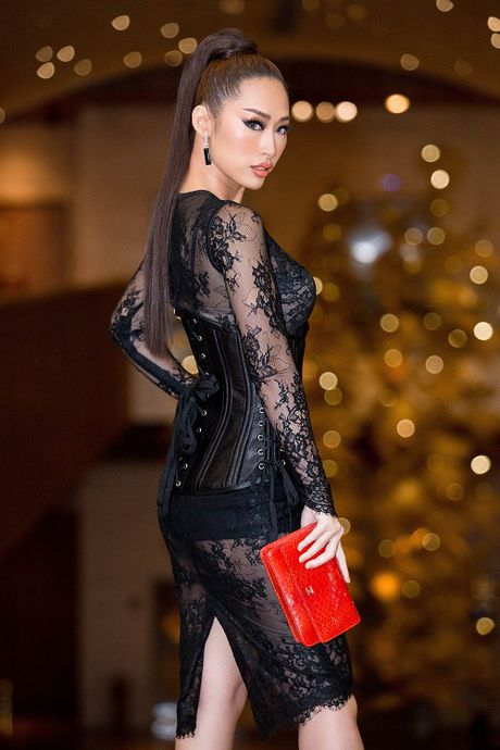 Angela Phuong Trinh be cun cung di xem thoi trang - Anh 7