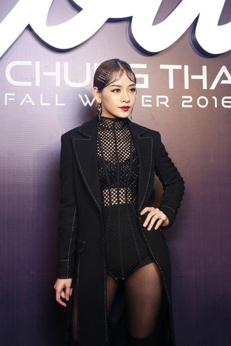 Angela Phuong Trinh be cun cung di xem thoi trang - Anh 8