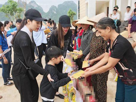 Bat ngo voi so tien hang chuc my nhan Viet ung ho mien Trung - Anh 3