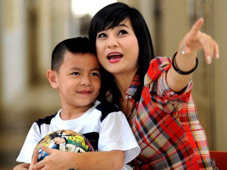 Bat ngo voi so tien hang chuc my nhan Viet ung ho mien Trung - Anh 6