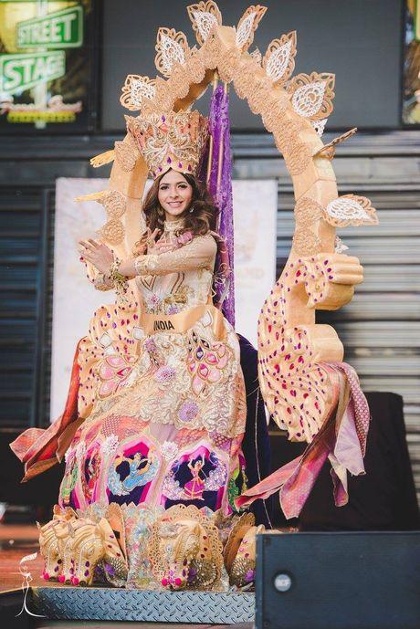 Nguyen Thi Loan lot Top 10 Quoc phuc dep nhat - Anh 9