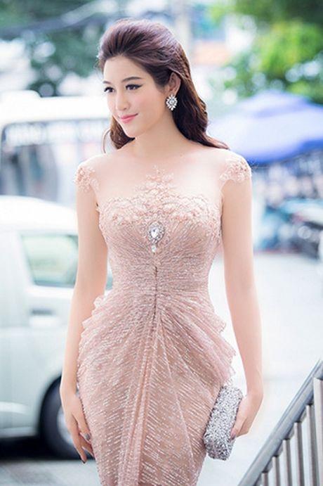 Huyen My sexy voi vay xuyen thau khong noi y khoe vong 1 cang day - Anh 5
