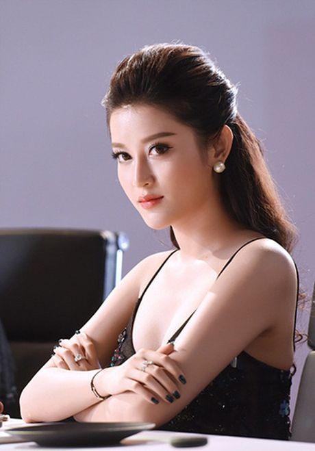 Huyen My sexy voi vay xuyen thau khong noi y khoe vong 1 cang day - Anh 7