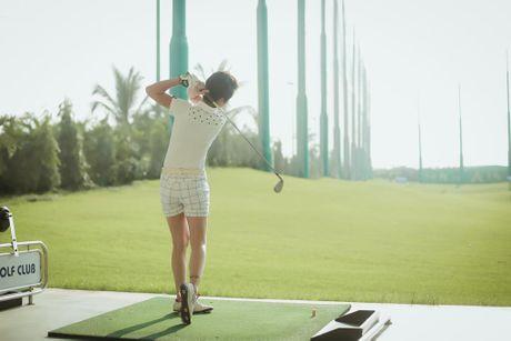 Choang voi so thich choi golf ton kem cua nu MC dai VTV - Anh 10