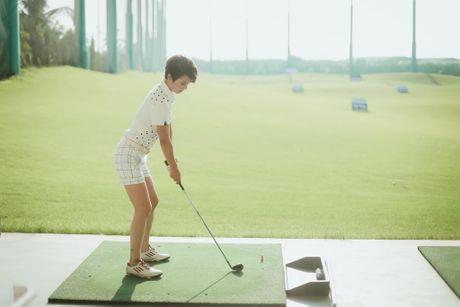 Choang voi so thich choi golf ton kem cua nu MC dai VTV - Anh 11