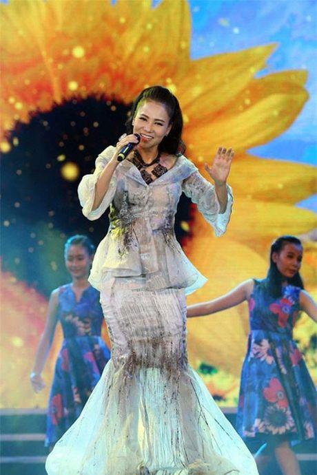 Loat vay ao khien gu dang cap cua Thu Minh di xuong - Anh 7