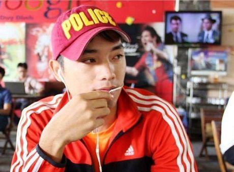 Hotboy noi gi ve viec nam hanh khach danh nu nhan vien hang khong - Anh 4