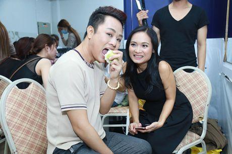 Mr. Dam kheo leo trang diem cho chong Cam Ly - Anh 13