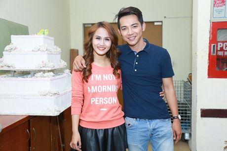 Mr. Dam kheo leo trang diem cho chong Cam Ly - Anh 14