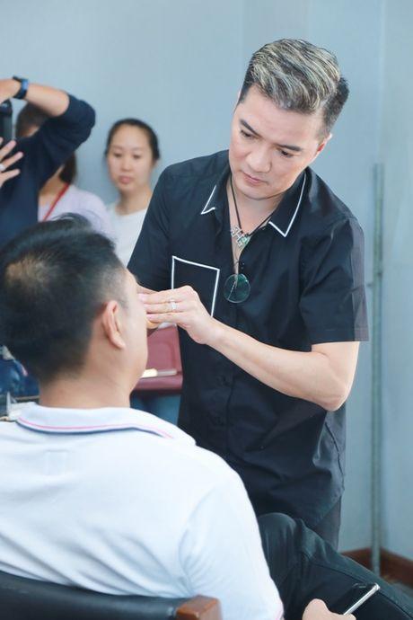Mr. Dam kheo leo trang diem cho chong Cam Ly - Anh 1