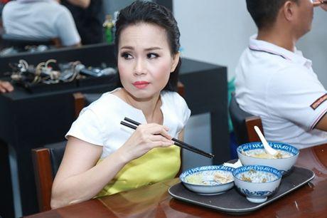 Mr. Dam kheo leo trang diem cho chong Cam Ly - Anh 3