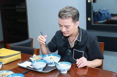 Mr. Dam kheo leo trang diem cho chong Cam Ly - Anh 6