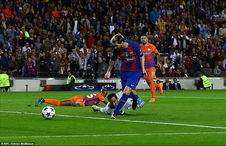 DHTB luot 3 vong bang Champions League: Vong dau cua Ozil va Messi - Anh 4