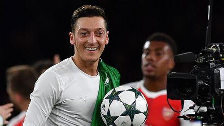 Arsenal thang huy diet, Wenger het loi tan duong Oezil - Anh 1