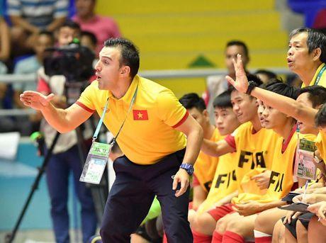HLV Bruno Garcia dan dat tuyen futsal Nhat Ban - Anh 1