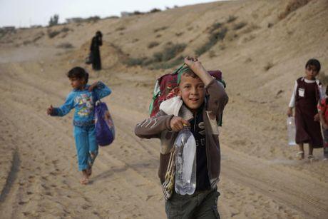 Thuong dan Iraq lu luot chay khoi thanh pho Mosul - Anh 10