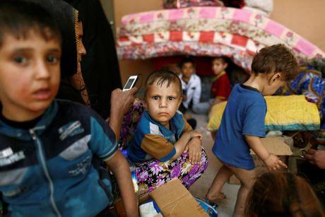 Thuong dan Iraq lu luot chay khoi thanh pho Mosul - Anh 11