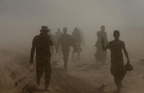 Thuong dan Iraq lu luot chay khoi thanh pho Mosul - Anh 2