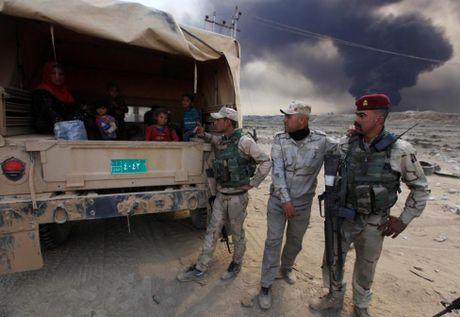 Thuong dan Iraq lu luot chay khoi thanh pho Mosul - Anh 6