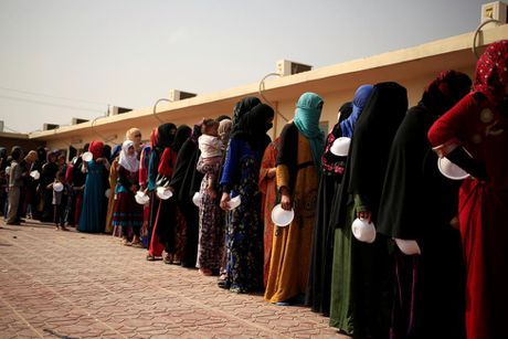 Thuong dan Iraq lu luot chay khoi thanh pho Mosul - Anh 8