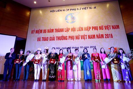 Giai thuong Phu nu Viet Nam 2016: Vinh danh 6 tap the va 10 ca nhan xuat sac - Anh 1
