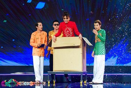 """Dinh Toan """"te ngua"""" voi nhan sac that cua ban than Dai Nghia - Anh 1"""
