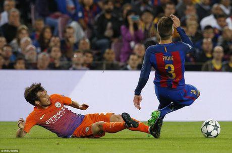 Messi dai pha Man City, gieo sau cho Guardiola - Anh 2