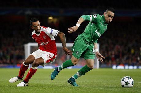 Ozil lap hat-trick, Arsenal ha guc Ludogorets - Anh 1
